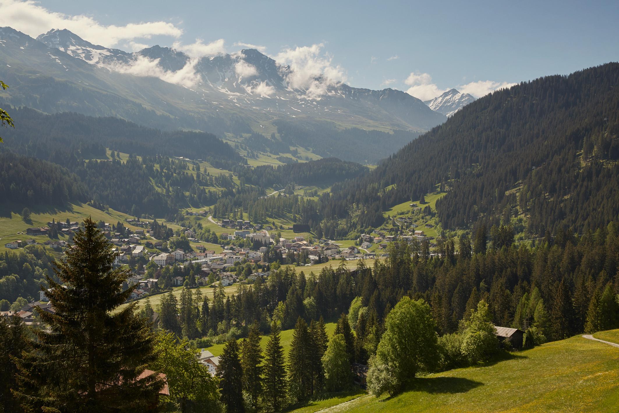 Exklusiver Ausblick auf Churwalden von der Veranda